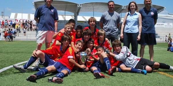 L'equip de Vilafranca vermell, guanyador de la 4a Copa Penedès TV–Gran Premi Consell Comarcal de l'Alt Penedès