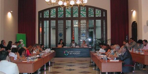 El Ple del Consell Comarcal va acordar mantenir el calendari de plens i deixar sense efecte el nomenament del gerent