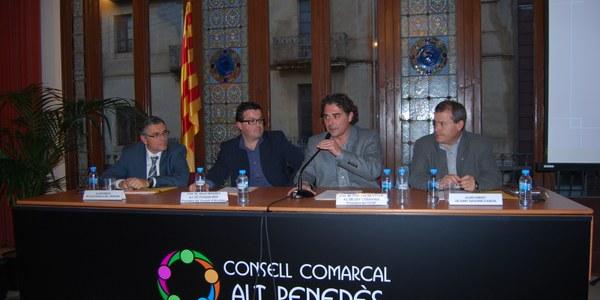 Olivella, els alcaldes i les AMPA, junts davant el Departament d'Ensenyament per reclamar el finançament del transport escolar no obligatori